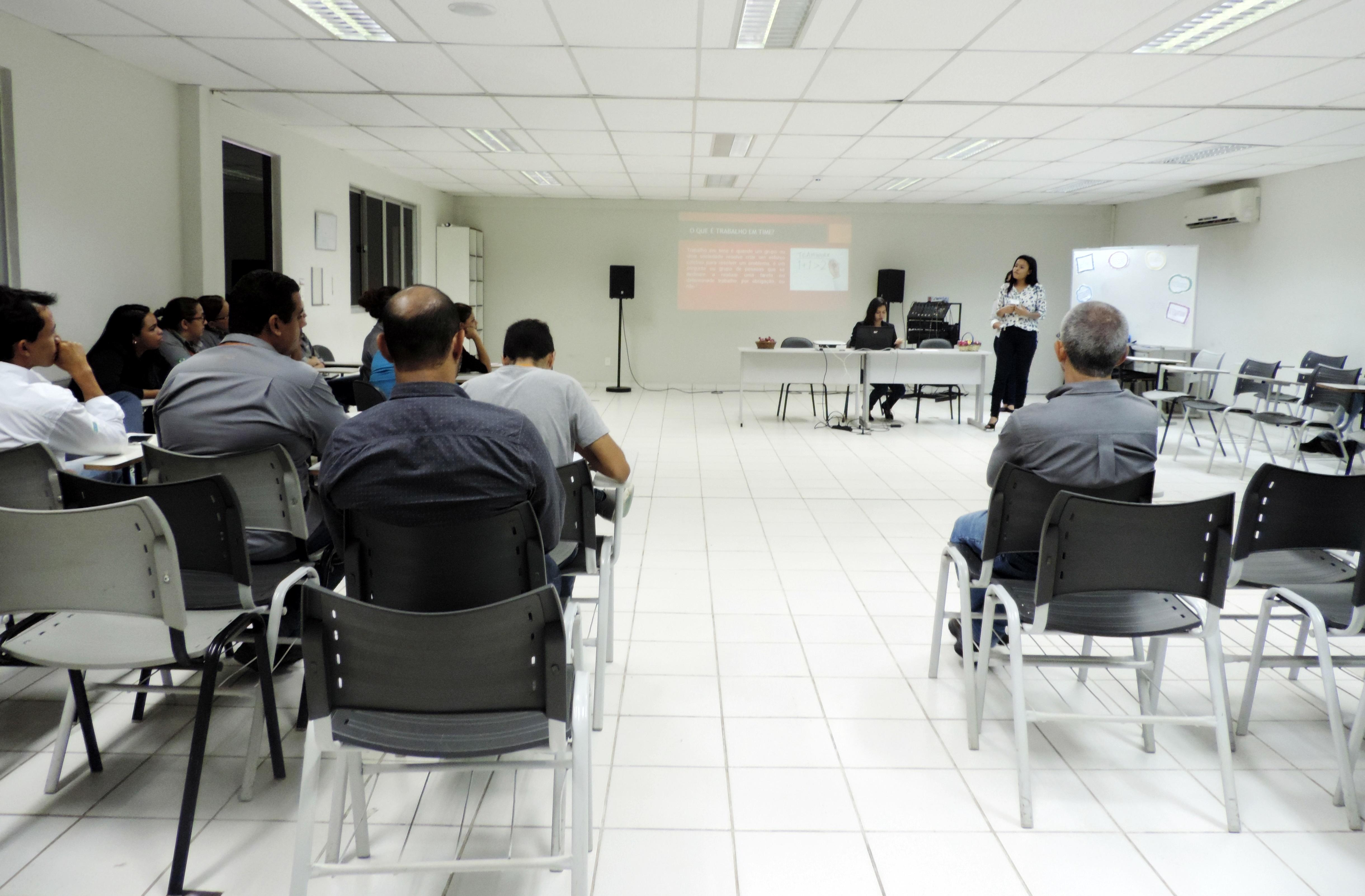 Palestra sobre Trabalho em Equipe na CAC